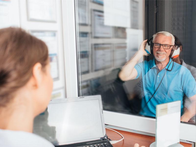 avaliacao e demonstracao de aparelhos auditivos