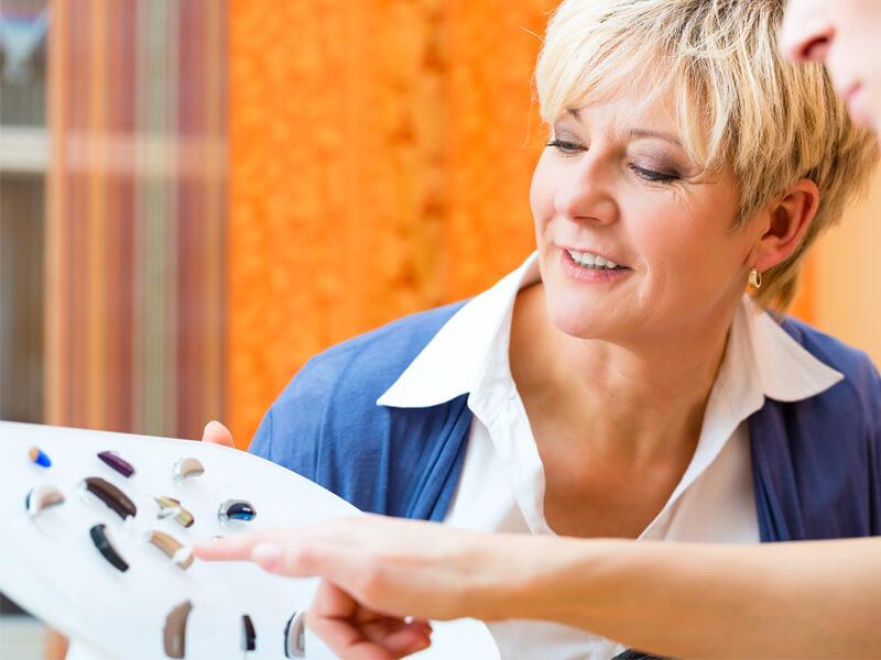 Escolha de aparelho entre a grande variedade de modelos que a AudiçãoActiva oferece
